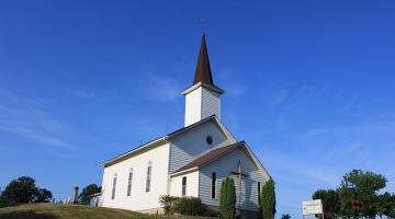Photograph of a church by Dwight Burdette, Wikimedia Commons.